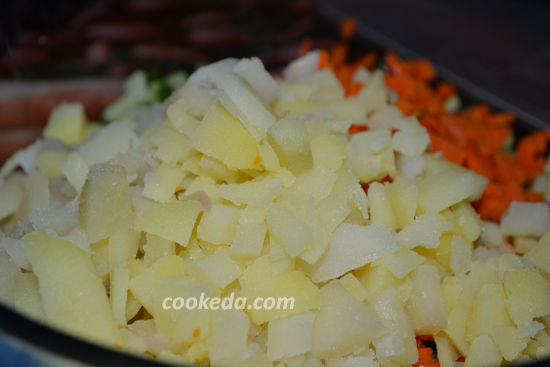 Салат из консервированной сайры с картофелем и яйцом