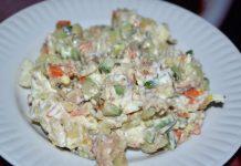 Салат из консервированной сайры - пошаговый рецепт