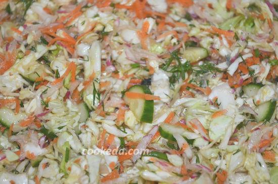 Салат из свежей капусты с огурцом и редиской