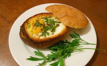 Яйцо запеченное в бутербродной булочке - пошаговый рецепт-01