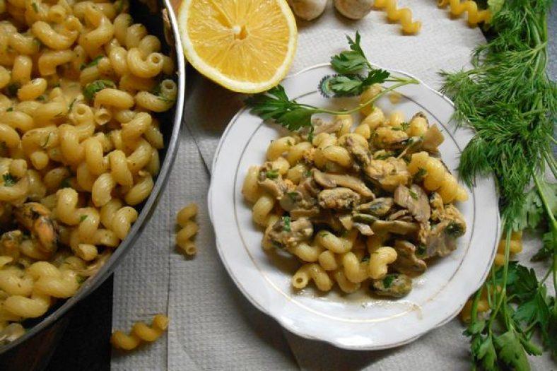 Макароны с мидиями в соусе - пошаговый рецепт