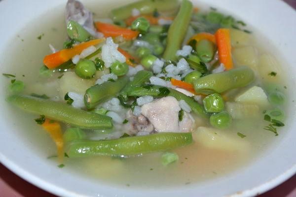 Пошаговый рецепт куриного супа с рисом и стручковой фасолью