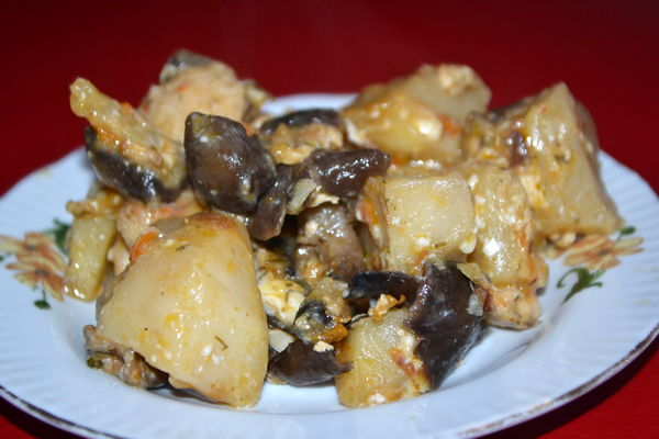 Тушеный картофель с курицей и грибами в мультиварке - пошаговый рецепт
