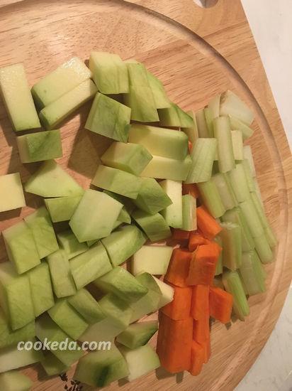 Креветки в кокосовом молоке с овощами