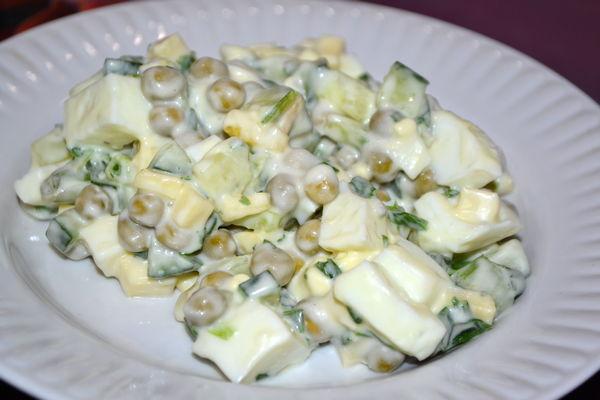 салат из свежего огурца и горошка
