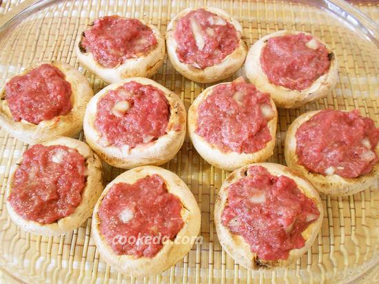 Фаршированные шампиньоны с мясным фаршем в духовке