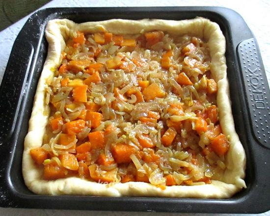 Сдобный пирог с тыквой на кефире в духовке