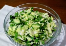 Салат со свежим щавелем - пошаговый рецепт