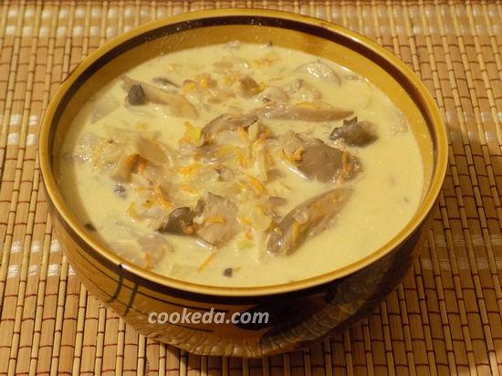 Грибы тушеные в сметанном соусе
