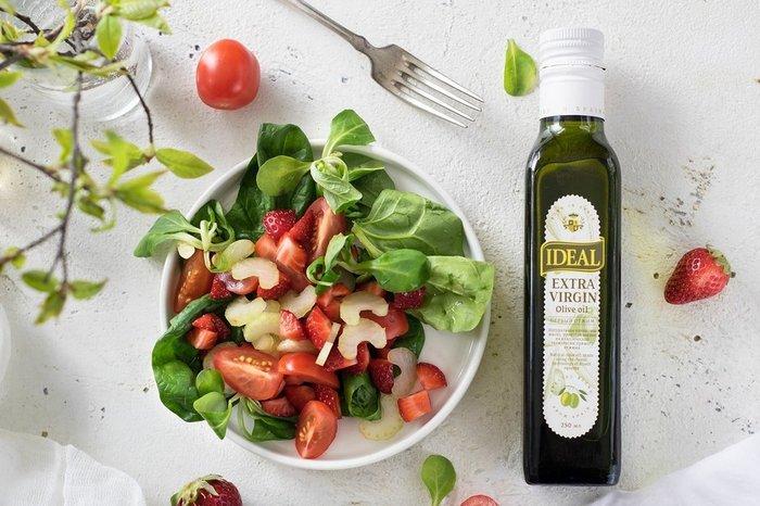 Салат с клубникой и сельдереем