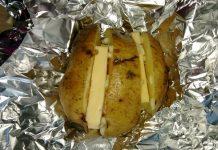 Запеченный картофель в фольге с сыром - пошаговый рецепт