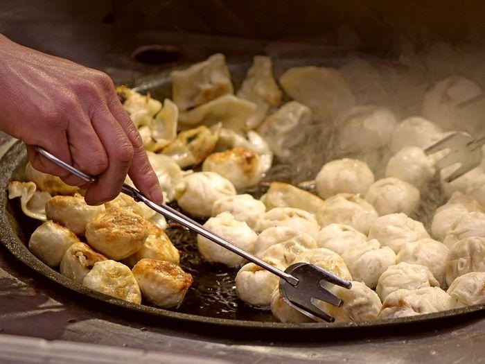 Пельмени жареные на сковороде