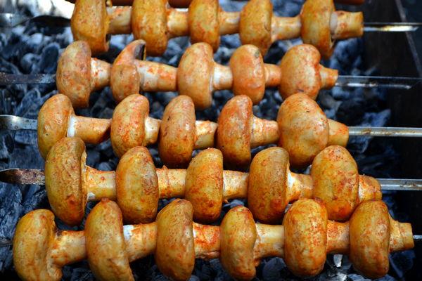 Шашлык из шампиньонов на мангале - пошаговый рецепт