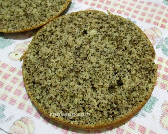 Торт на сметане с орехами и курагой в мультиварке