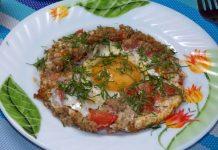 Яичница с фаршем и помидорами - пошаговый рецепт