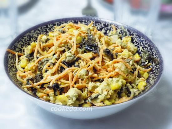 Салат с черносливом и корейской морковью-01