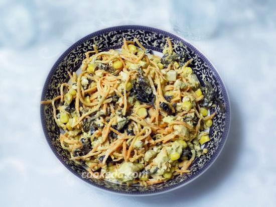 Салат с черносливом и корейской морковью-03