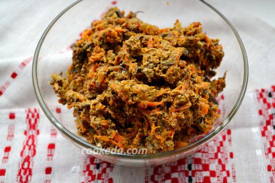 салат из свиной печени с морковью и луком