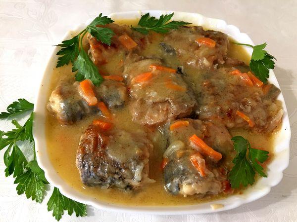 Щука тушеная с морковью и луком в сметане - пошаговый рецепт
