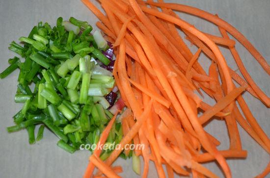 Салат из битых огурцов с кинзой