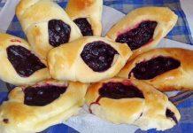 Дожжевые булочки со смородиной - рецепт с фото