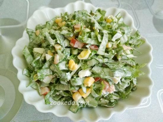 Салат с щавелем помидорами и яйцом
