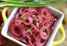 Маринованный красный лук - рецепт с фото