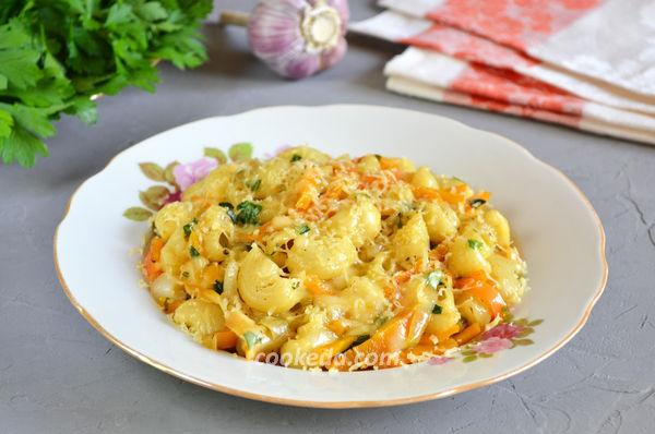 Макароны с овощами и сыром