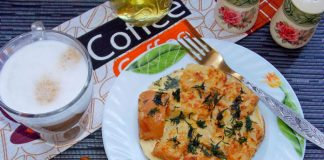Омлет с гренками - рецепт с фото