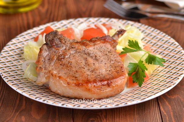 Свинина на кости запеченная в духовке